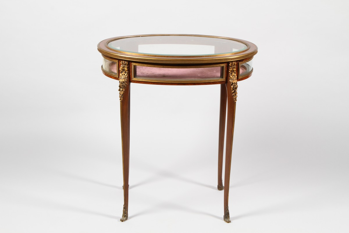 French Kingswood bijouterie table sold for £1,000