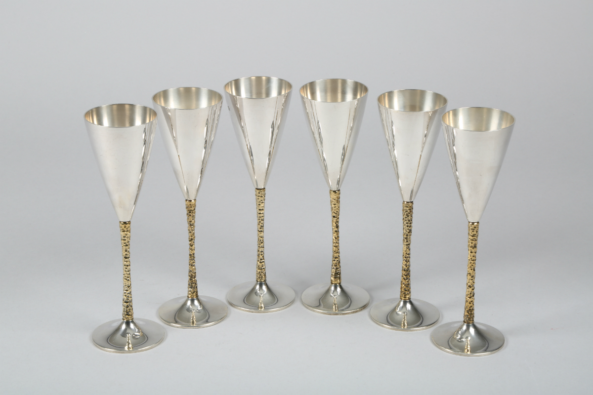 Six Silver Champagne Flutes by Stuart Devlin, sold £1300