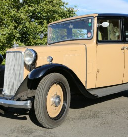 1930s Armstrong Siddeley saloon car, sold £6720