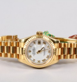 Ladies 18ct Rolex Oyster perpetual datejust wrist watch sold £4,600