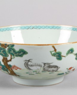 Chinese Famille Rose bowl, sold for £400