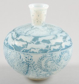 Lalique Lievres frosted glass vase, sold £1400