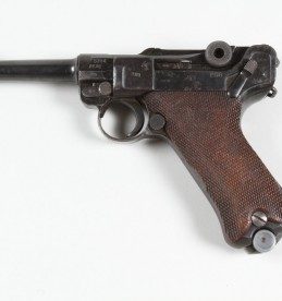 WW II German Luger, Sold £520.jpg